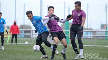 Laga internal game kedua Timnas Indonesia U-19 di Complex Esportiu Futbol Salou, Spanyol, Minggu (10/01/21). - INDOSPORT