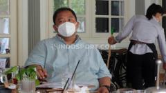 Indosport - General Manager PSIS Wahyoe 'Liluk' Winarto ketika rapat jajaran petinggi PSIS.