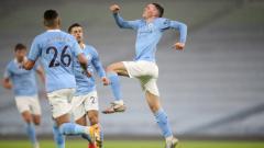 Indosport - Phil Foden merayakan gol kemenangan Manchester City atas Brighton