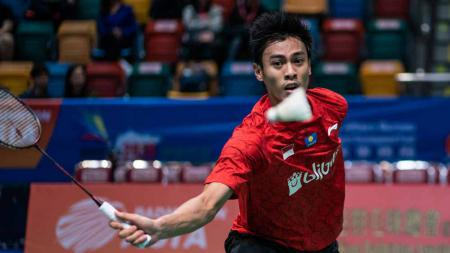Pertandingan antara Shesar Hiren Rhustavito (Indonesia) vs Chou Tien Chen (Taiwan) di Thailand Open 2021. - INDOSPORT