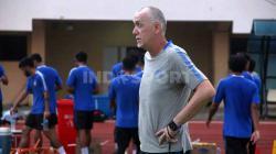 Dragan Djukanovic saat memimpin pemain PSIS berlatih sebelum kompetisi Liga 1 vakum.