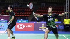 Indosport - Pasangan Leo Rolly Carnando/Daniel Marthin melaju ke semifinal Yonex Thailand Open 2021 usai mengalahkan Marcus Ellis/Chris Langridge.