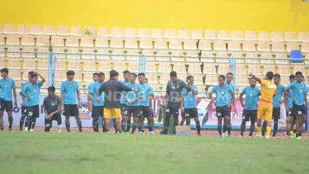 Kompetisi Liga 2 yang semakin tidak jelas, membuat Manajemen Sriwijaya FC harus memutar otak untuk tetap membuat tim asal Sumatera Selatan ini tetap aktif. - INDOSPORT