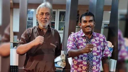 CEO sekaligus Dewan Pembina PSMS Medan, Kodrat Shah (kiri), bersama Sekum PSMS, Julius Raja, usai ikuti rapat virtual, Jumat (15/1/21). - INDOSPORT