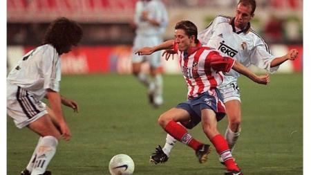 Gelandang Atletico Madrid, Juninho Paulista, beraksi dalam pertandingan LaLiga Spanyol kontra Real Madrid, 17 Januari 1999. - INDOSPORT