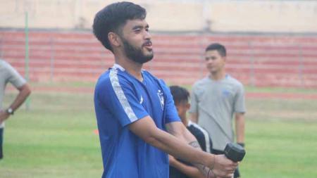 Gealndang PSIS Semarang, Mahir Satya, prihatin dan pasrah terhadap nasib kompetisi Liga 1. - INDOSPORT
