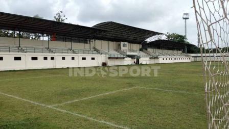 Tampilan baru tribun utama Stadion Merpati Depok. Ada sektor khusus media di bagian tengah. Area bawah tribun terdapat 12 ruangan yang bisa dipakai sebagai mes atau kantor klub.