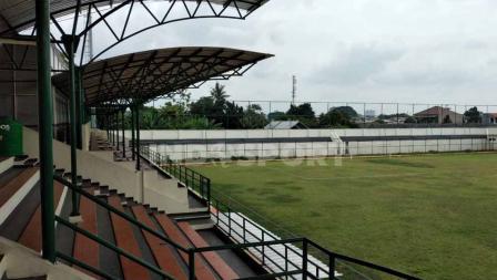 Pemandangan dari sektor khusus media di tribun utama Stadion Merpati Depok yang bersebelahan dengan area VIP.