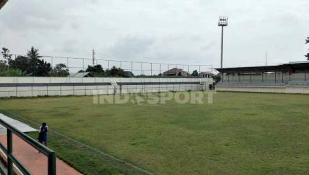 Penampakan baru tribun utara Stadion Merpati yang dulunya beratap kini dibuat terbuka seperti tribun selatan. Sudah dilengkapi dengan barrier untuk mencegah bola keluar dari stadion.
