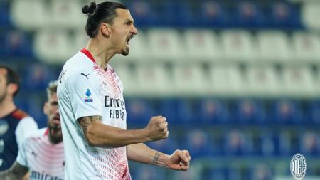 Selebrasi Zlatan Ibrahimovic usai mencetak gol ke gawang Cagliari - INDOSPORT