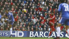 Indosport - Aksi gelandang Liverpool, Jermaine Pennant, dalam pertandingan Liga Inggris kontra Chelsea, 20 Januari 2007.