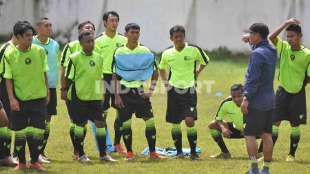 Hendro Siswanto menjadi satu dari tiga pemain Arema FC dalam kursus lisensi kepelatihan C AFC di Malang. - INDOSPORT