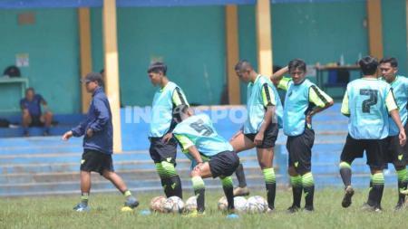 Sebanyak 26 calon pelatih beberapa di antaranya pesepak bola aktif Liga 1 mengikuti kursus kepelatihan lisensi C AFC di Malang. - INDOSPORT