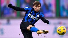 Indosport - Gelandang muda Italia, Nicolo Barella, kembali membuat orang tergila-gila berkat penampilan impresifnya bersama raksasa Liga Italia, Inter Milan.
