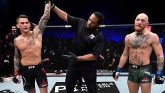 Indosport - Kemenangan dustin poirier atas conor mcgregor di UFC 257.