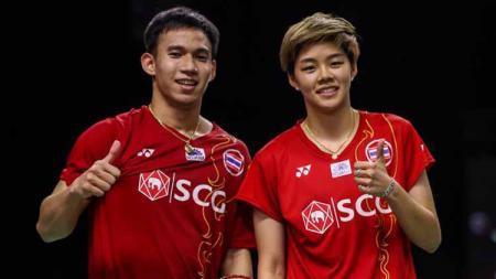 Kesuksesan pasangan Dechapol Puavaranukhor/Sapsiree Taerattanachai mendepak wakil China dari peringkat 2 dunia mendapat sanjungan dari media Thailand. - INDOSPORT