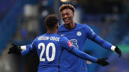 Selebrasi striker Chelsea, Tammy Abraham, usai membobol gawang Luton Town dalam pertandingan Piala FA, Minggu (24/1/21). - INDOSPORT
