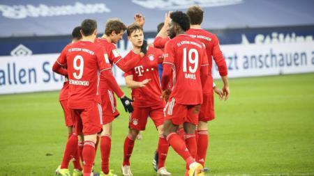 Skuat Bayern Munchen merayakan gol yang dicetak Thomas Muller ke gawang Schalke 04. - INDOSPORT