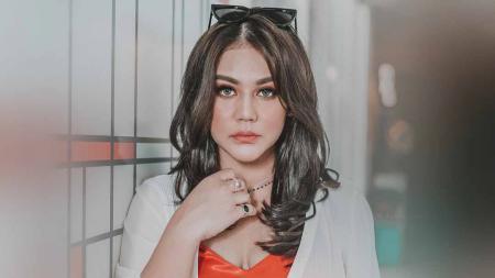 Aktris dan bintang film Indonesia, Sissy Priscillia. - INDOSPORT
