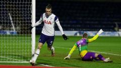 Indosport - Gareth Bale merayakan golnya di laga Wycombe Wanderers vs Tottenham Hotspur