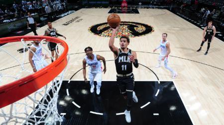 Pemain Atlanta Hawks, Trae Young, saat hadapi Los Angeles Clippers di NBA 2021 pada Rabu (27/01/21). - INDOSPORT