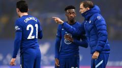 Indosport - Thomas Tuchel memberi instruksi ke Callum Hudson-Odoi di laga debutnya sebagai pelatih Chelsea.