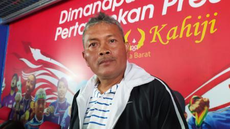 Pelatih tim sepak bola putri Jawa Barat untuk PON XX 2021 Papua, Ronny Remon. - INDOSPORT