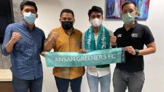 Indosport - Asnawi Mangkualam berbagi cerita mengenai kegiatannya setelah bergabung dengan klub Liga 2 Korea Selatan, Ansan Greeners FC.