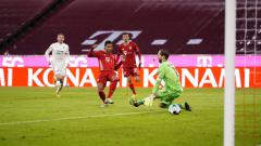 Indosport - Serge Gnabry mencetak gol di laga Bayern Munchen vs Hoffenheim