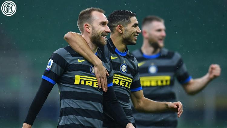 Christian Eriksen dan Achraf Hakimi merayakan gol Inter Milan ke gawang Benevento Copyright: twitter.com/Inter_en