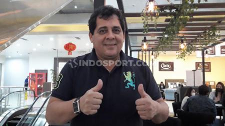Arema FC memutuskan menyudahi kerjasama dengan Carlos Carvalho De Oliviera. - INDOSPORT