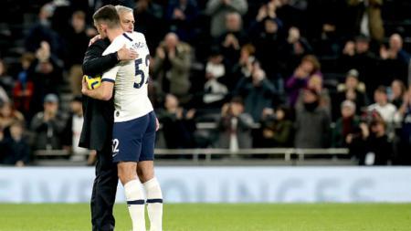 Troy Parrott bersama Jose Mourinho di Tottenham Hotspur. - INDOSPORT