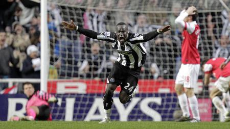 Ekspresi gelandang Newcastle United, Cheick Tiote, usai mencetak gol penyeimbang dalam pertandingan Liga Inggris kontra Arsenal, 5 Februari 2011. - INDOSPORT