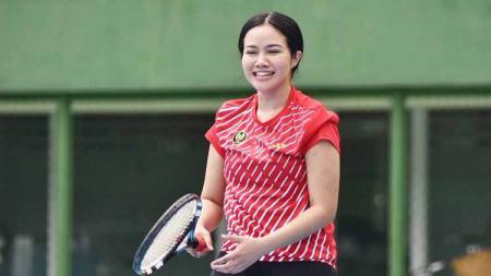 Penyanyi Yura Yunita rutin menjaga stamina tubuh dengan berolahraga, dari lari hingga tenis. - INDOSPORT