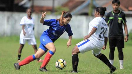 Shafira Ika Putri dkk menang telak 15-0 atas tim lokal putri Malang dalam uji coba untuk menjaga eksistensi di tengah vakumnya sepak bola putri. - INDOSPORT
