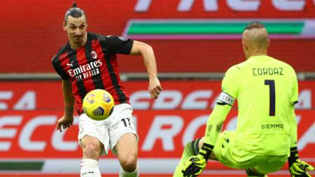 Aksi Zlatan Ibrahimovic di laga Liga Italia AC Milan vs Crutone. - INDOSPORT