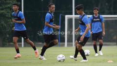 Indosport - Pemusatan Latihan Timnas Indonesia proyeksi SEA Games 2021 Vietnam hari kedua di Lapangan G Senayan, Jakarta, Rabu (10/02/21) sore.
