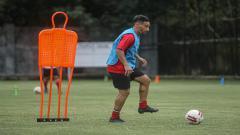 Indosport - Diego Assis dalam latihan Bali United di Lapangan Karya Manunggal, Sidakarya, Denpasar, Senin (08/02/21).