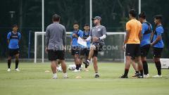 Indosport - Timnas Indonesia kedatangan pelatih baru sebagai asisten Shin Tae-yong.