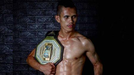 Billy Pasulatan petarung MMA Indonesia. - INDOSPORT