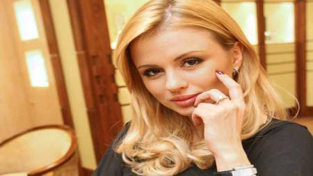 Mantan atlet seluncur es asal Rusia, Anna Semenovich. - INDOSPORT