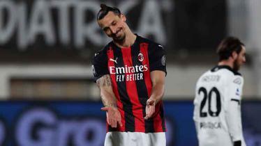 Ekspresi kekecewaan Zlatan Ibrahimovic di laga Spezia vs AC Milan. - INDOSPORT