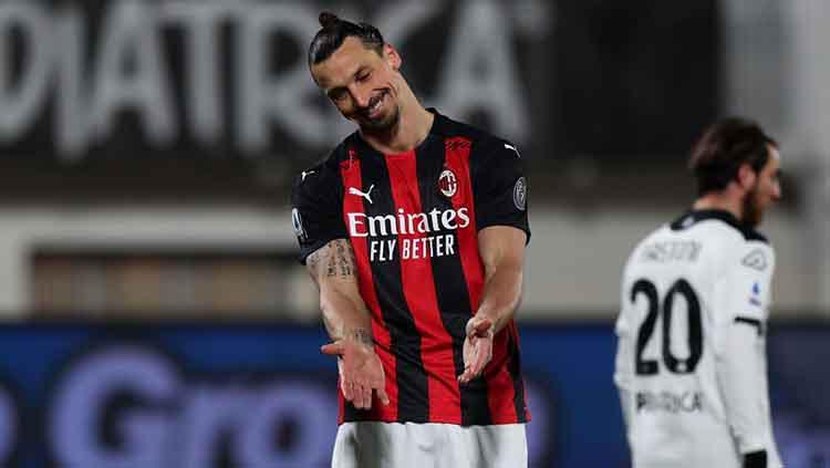Ekspresi kekecewaan Zlatan Ibrahimovic di laga Spezia vs AC Milan. Copyright: Gabriele Maltinti/Getty Images