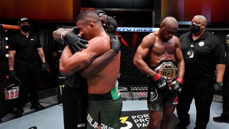 Kemenangan Kamaru Usman atas Gilbert Burns di UFC 258. - INDOSPORT