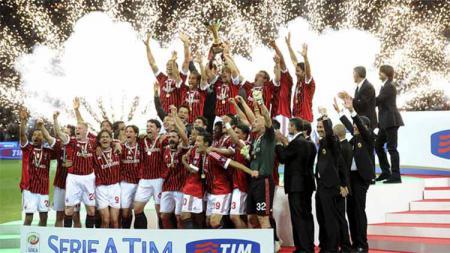 AC Milan berpeluang juarai Serie A Italia musim ini setelah terakhir kali merebutnya di 2010/2011. Bagaimana kabar skuat Rossoneri yang juara 10 tahun lalu itu? - INDOSPORT