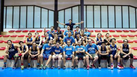 Fictor Roring bersama timnya, Pelita Jaya Basketball. - INDOSPORT