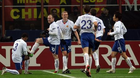 Selebrasi striker Manchester United, Wayne Rooney, usai membobol gawang AC Milan dalam pertandingan Liga Champions, 16 Februari 2010. - INDOSPORT