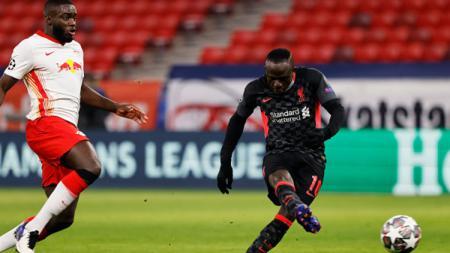 Sadio Mane saat berhadapan dengan pemain Leipzig di 16 besar Liga Champions. - INDOSPORT