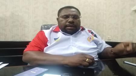 Sekretaris Umum KONI Papua, Kenius Kogoya - INDOSPORT