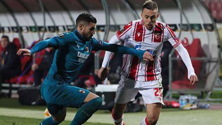 AC Milan hanya bermain imbang  kontra Crvena Zvezda di leg pertama 32 besar Liga Europa. - INDOSPORT